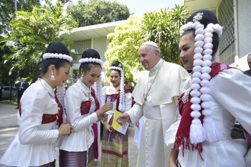 El papa Francisco inicia visita a Tailandia
