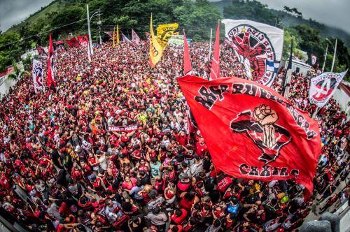 La hinchada del Flamengo  le brindó su total apoyo a su equipo antes de su viaje a Lima