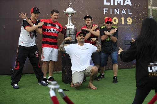 Hinchas de River Plate y Flamengo fueron recibidos en el festival Embajada del Hincha previo a la gran final de la Copa Libertadores