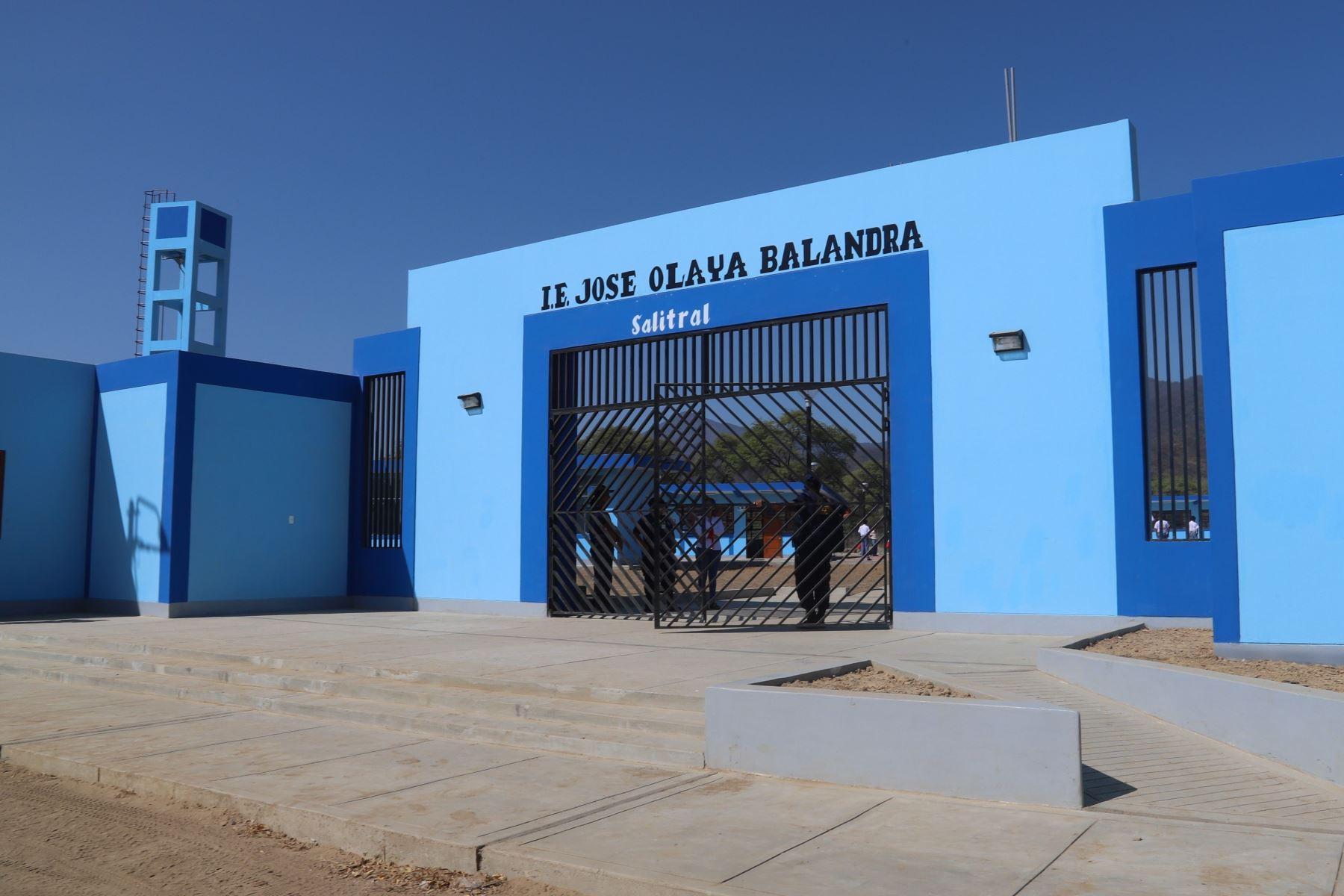 Transfieren recursos para refacción de colegios afectados por El Niño Costero.