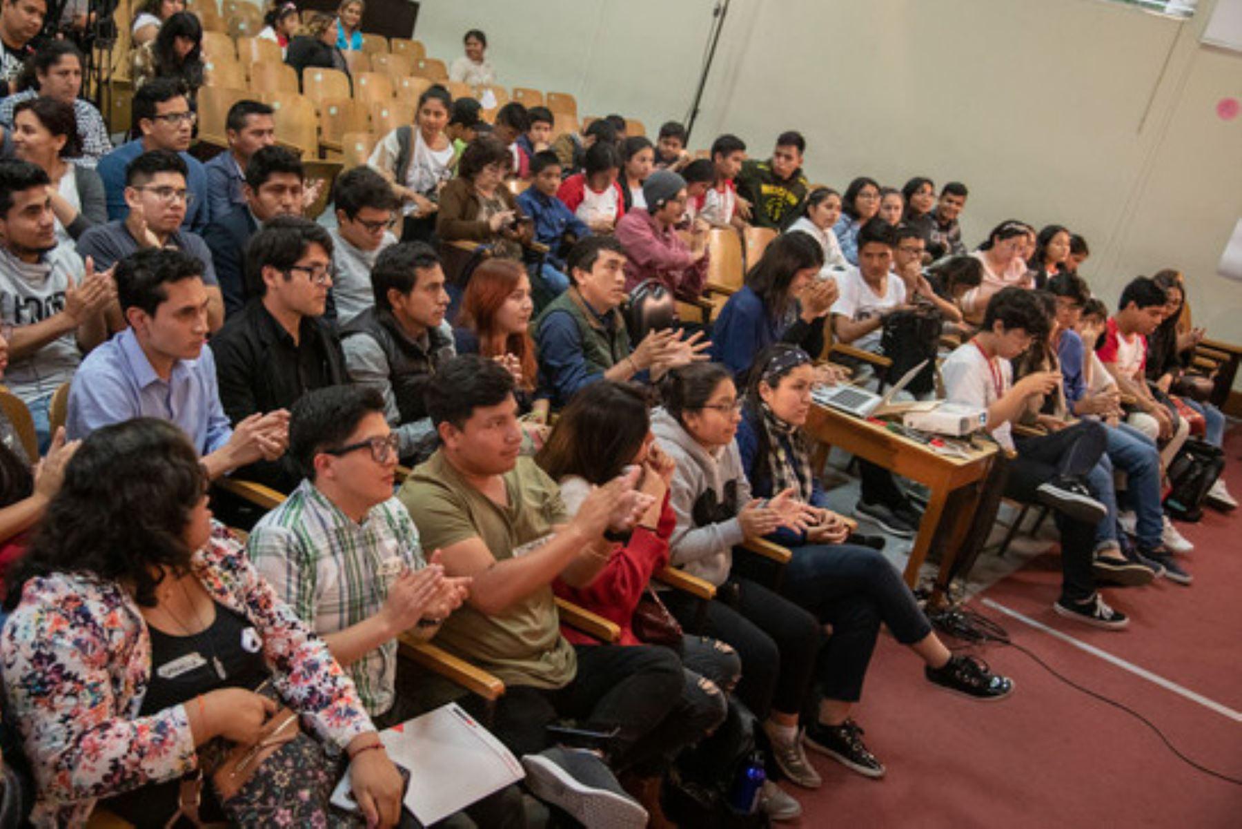 Los jóvenes serán los protagonistas en la gestión integral del cambio climático, anuncia el Ministerio del Ambiente.