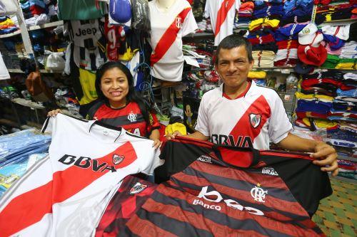 Camisetas de River Plate de Argentina y Flamengo de Brasil, se venden en Gamarra