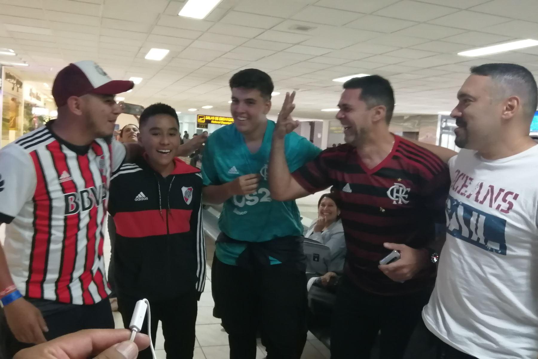Hinchas de Flamengo y River Plate visitan Cusco y  confían en triunfo de sus equipos que disputarán la final de la Copa Libertadores este sábado 23 en Lima. ANDINA/Percy Hurtado