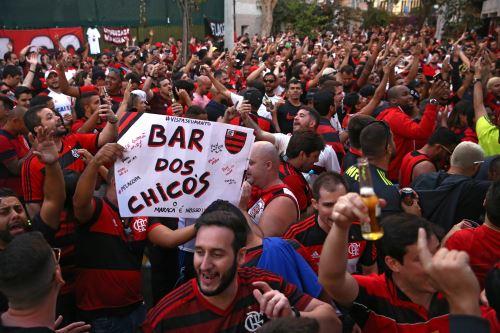 Hinchas de Flamengo y River Plate en Lima