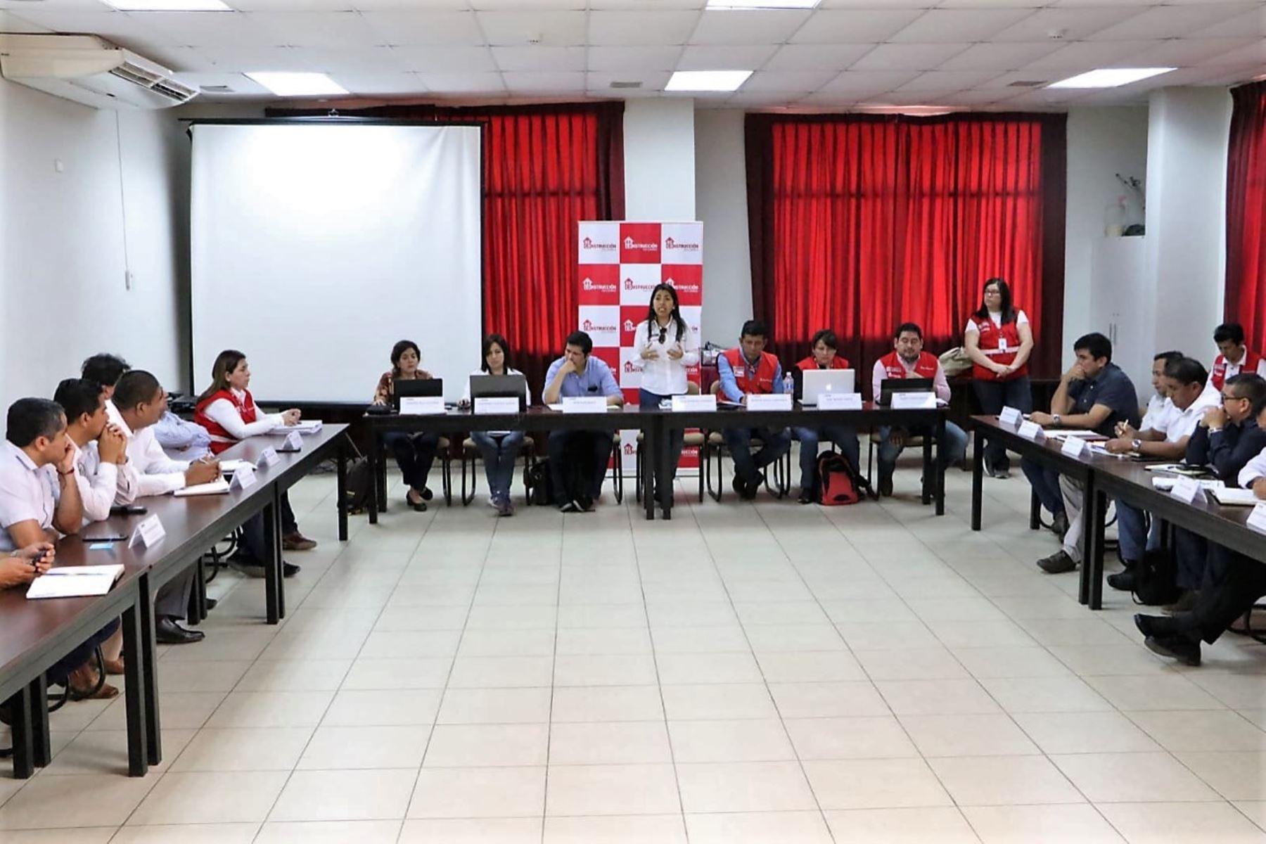 Directora ejecutiva de la ARCC, Amalia Moreno, se reunió con autoridades locales y regionales de Piura.
