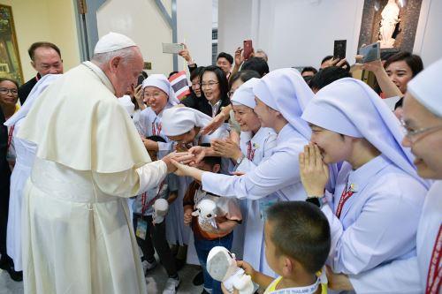 Papa Francisco dirige una Santa Misa en la Catedral de la Asunción en Bangkok