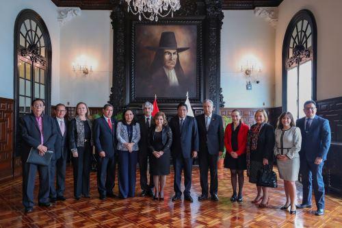 El Jefe del Gabinete Ministerial, Vicente Zeballos, preside la 35.° sesión ordinaria de la Comisión de Alto Nivel Anticorrupción