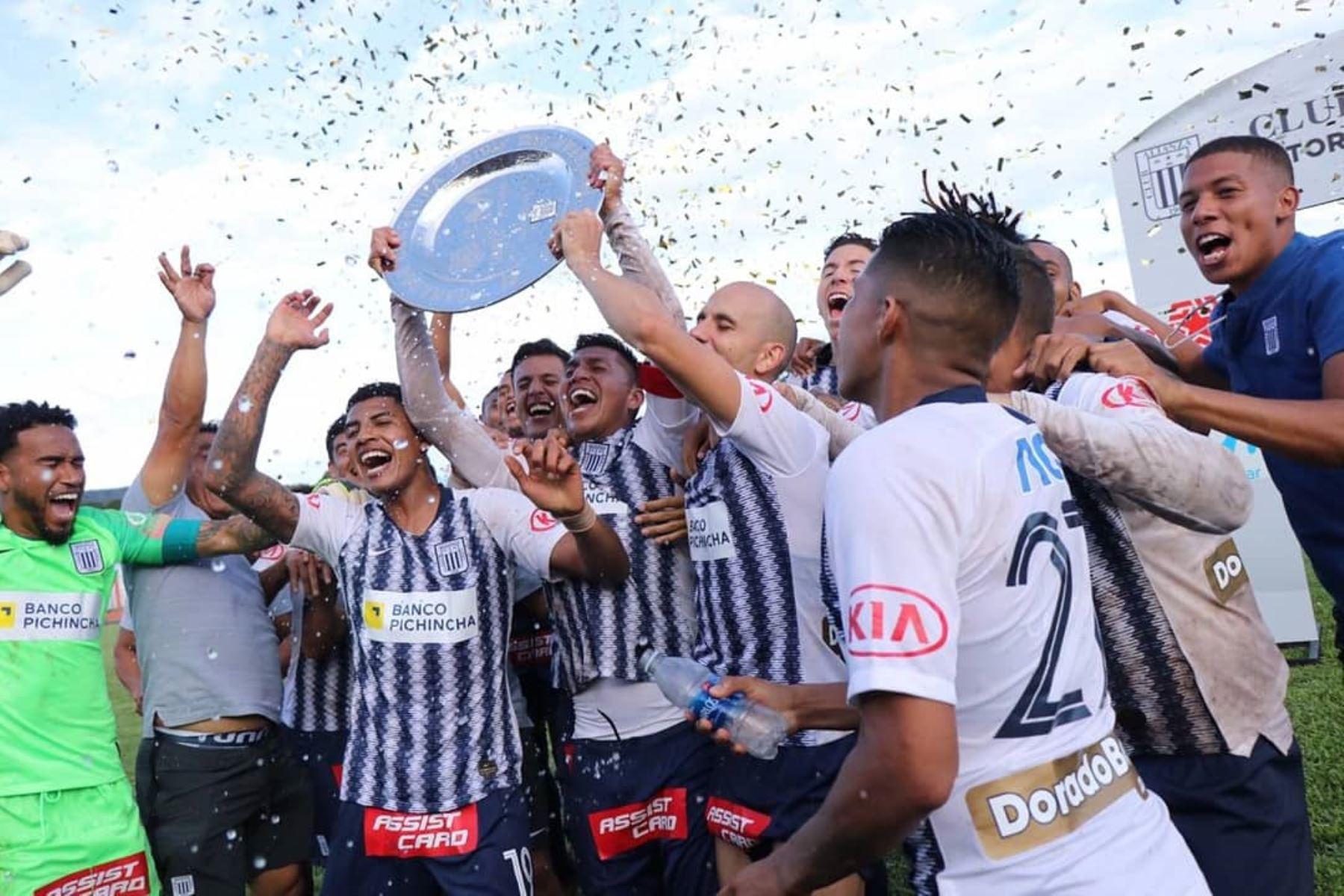 Alianza Lima  celebra la obtención del Torneo Clausura