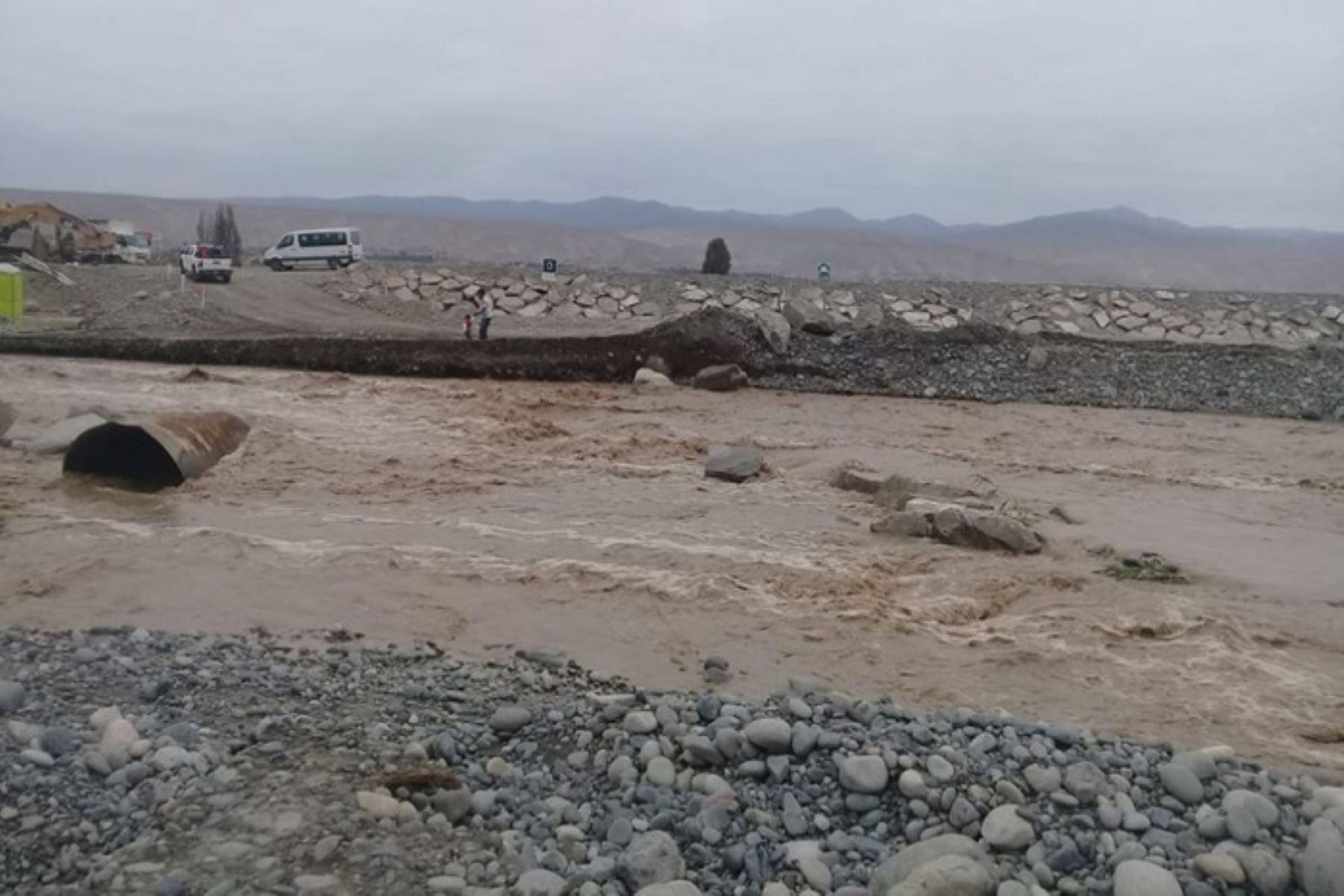 Se ampliará la dotación de combustible a través del COER Arequipa, de 1,400 a 2,400 galones para que la maquinaria labore dos meses en los trabajos en el río Tambo. ANDINA/Difusión