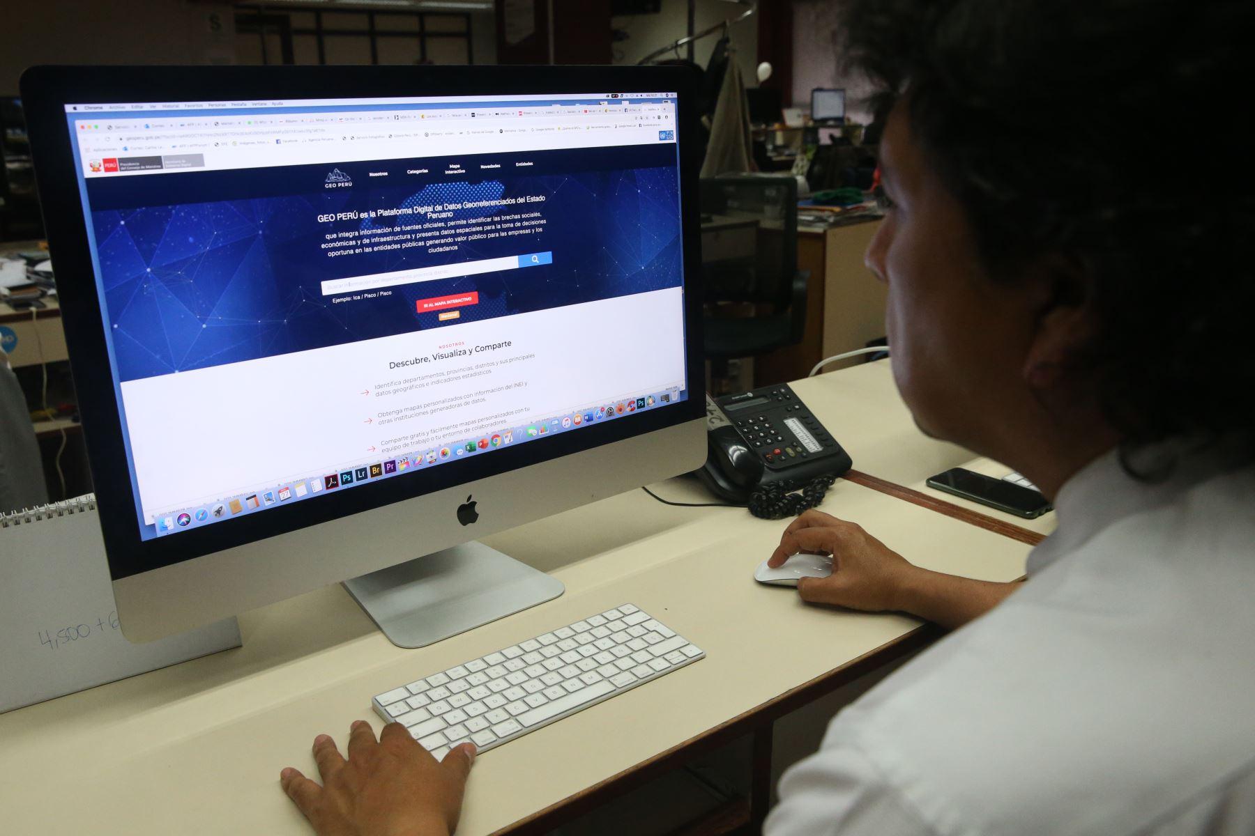 La plataforma tiene 392 mapas provenientes de 42 entidades públicas. Foto: Eddy Ramos / ANDINA
