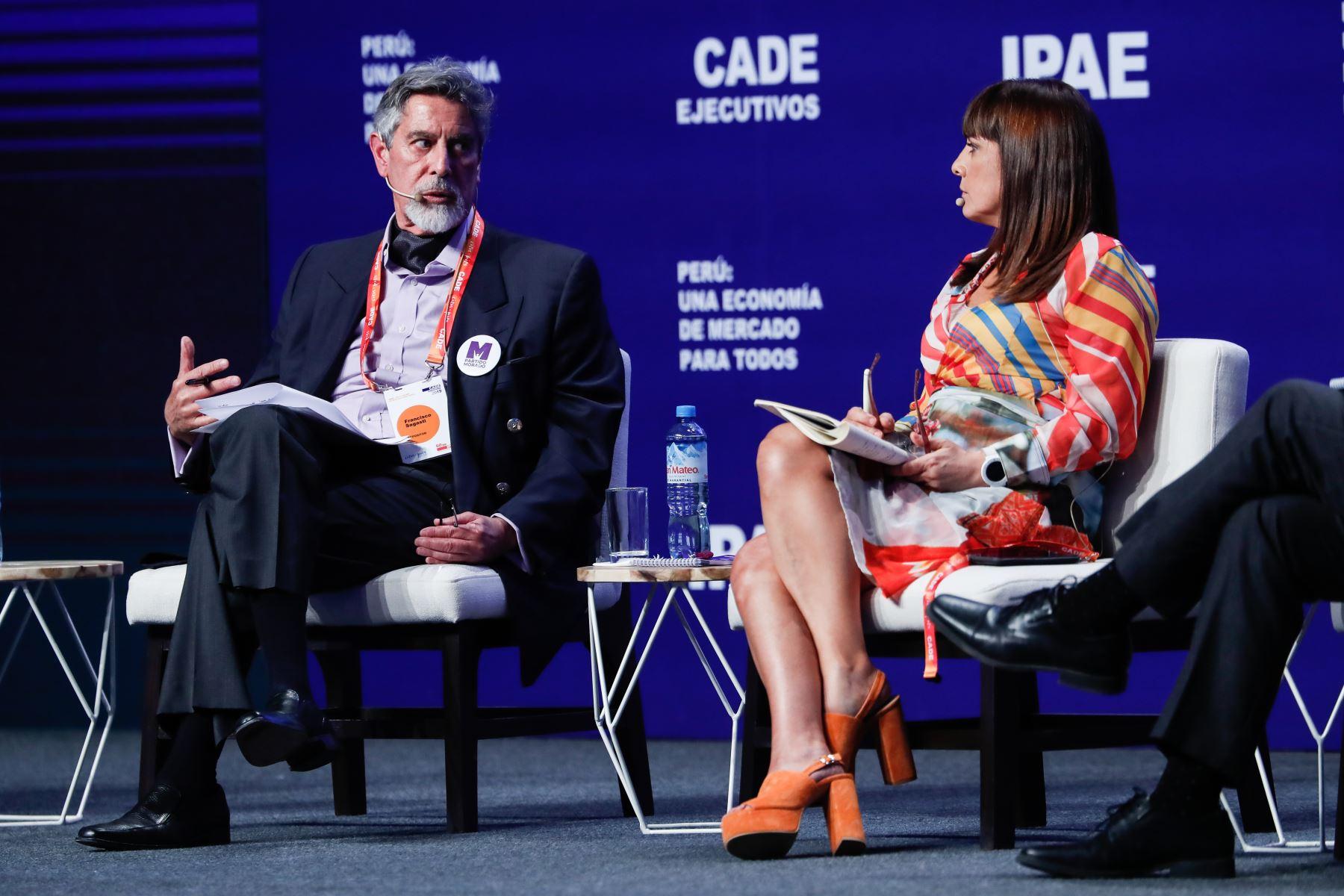 Franco Sagasti, secretario Nacional de Estrategia Programática y Plan de Gobierno del Partido Morado junto a Patricia del Río, periodista de RPP. Foto: ANDINA/Renato Pajuelo