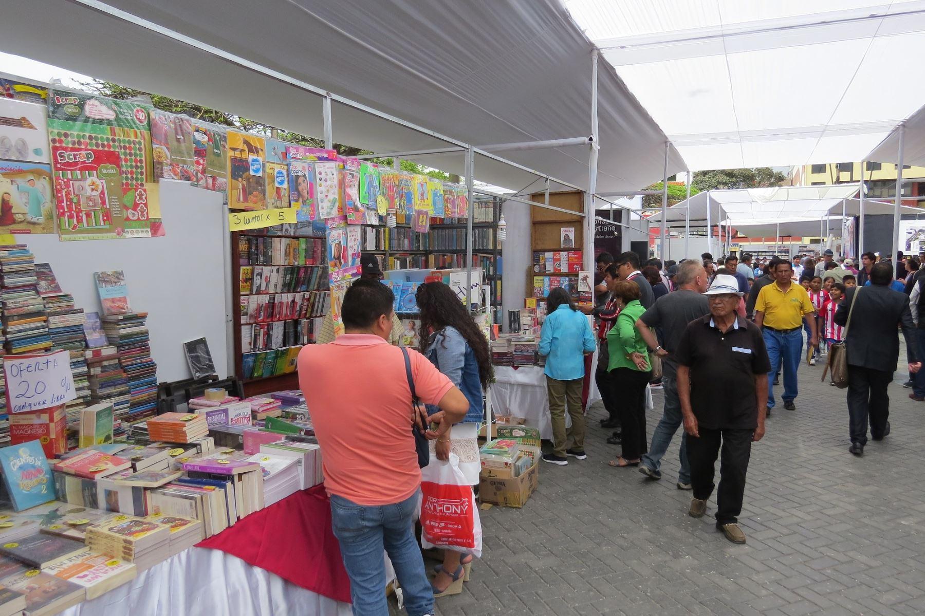 Con gran expectativa la ciudad de Chimbote, en Áncash, inaugura su primera Feria Internacional del Libro. ANDINA/Difusión