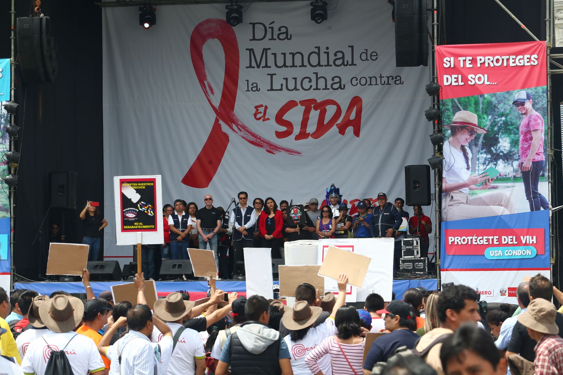 Con motivo del Día Mundial de Lucha contra el VIH/SIDA, que se conmemora , el Ministerio de Salud realiza el Festival Informativo Cultural, a fin de promover la prevención y educación sobre el Virus de la Inmunodeficiencia Humana (VIH). Foto: ANDINA/ Héctor Vinces