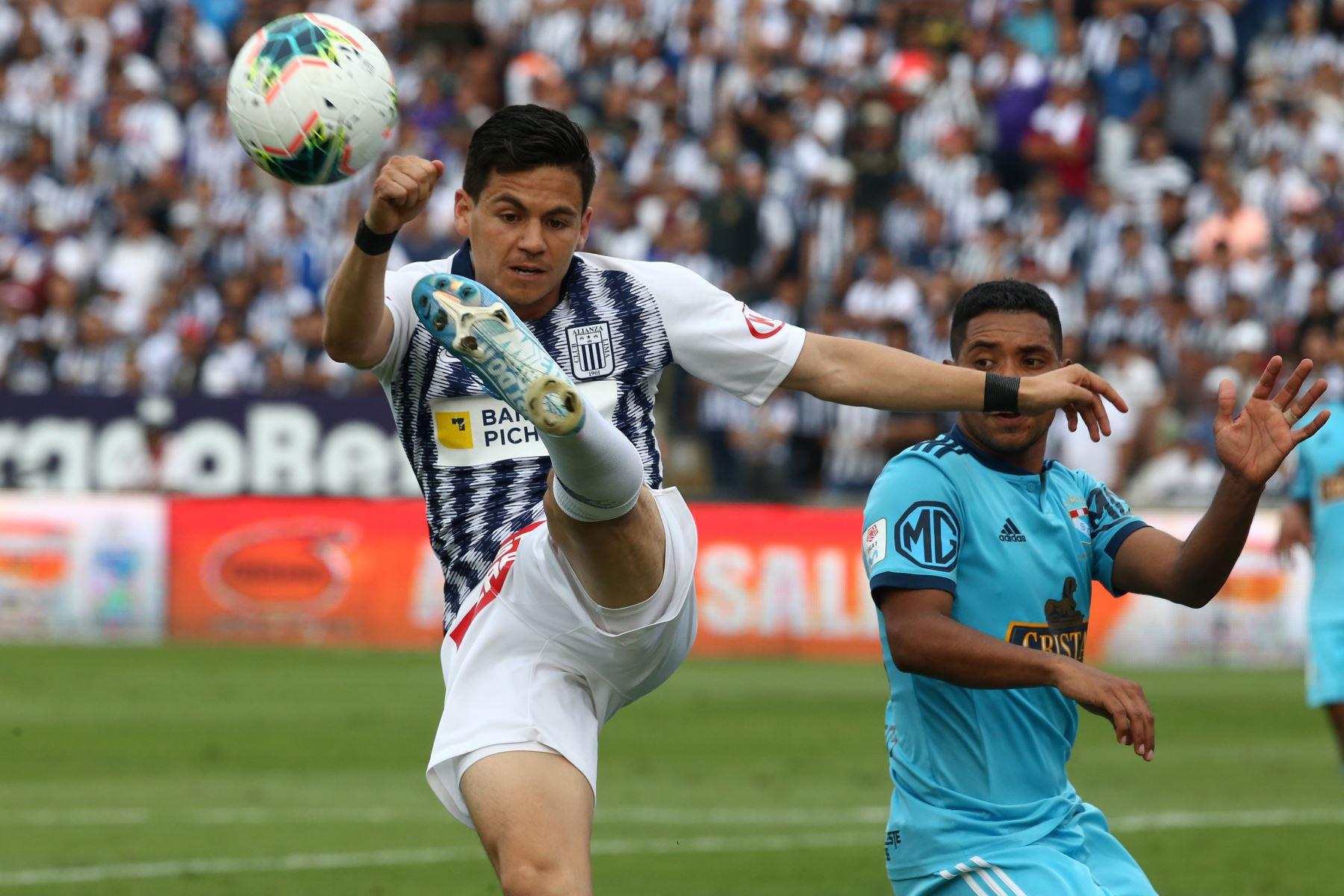 Anthony Rosell de Alianza Lima derrotó 1-0 a Cristal por la semifinal de ida en Matute. Foto: ANDINA/Vidal Tarqui