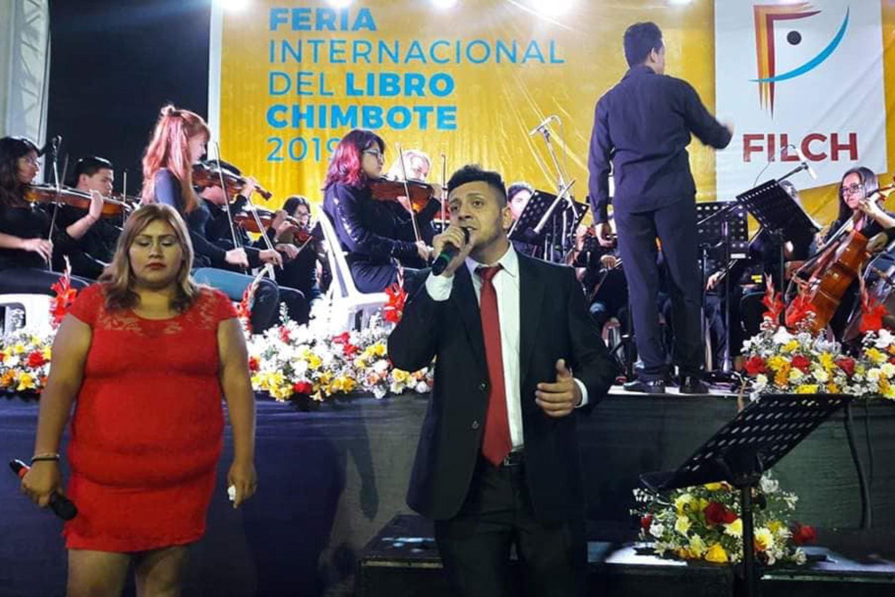 Internos del penal Cambio Puente participan en concierto en Feria Internacional del Libro de Chimbote, en Áncash. Foto: Gonzalo Horna