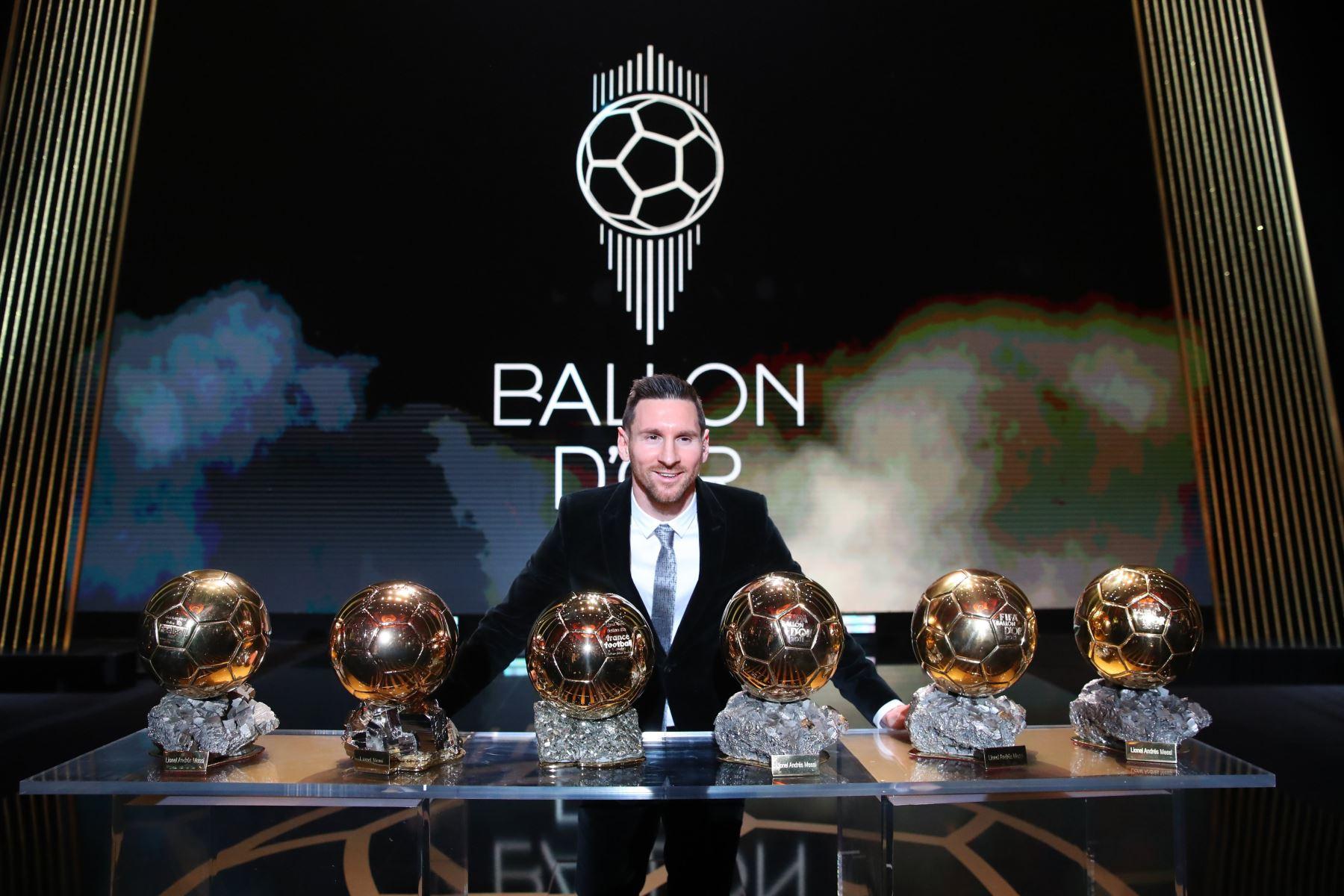 El delantero del Barcelona Lionel Messi,  gana su sexto Balón de Oro. Foto: EFE