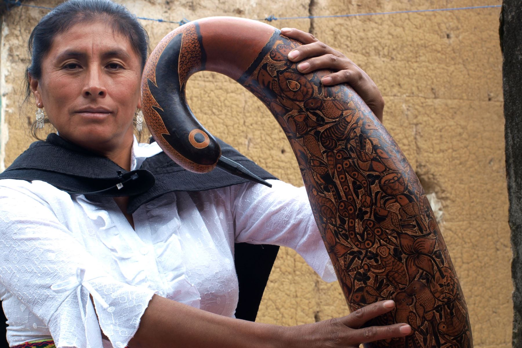 Irma Poma, artista del mate burilado. ANDINA/archivo