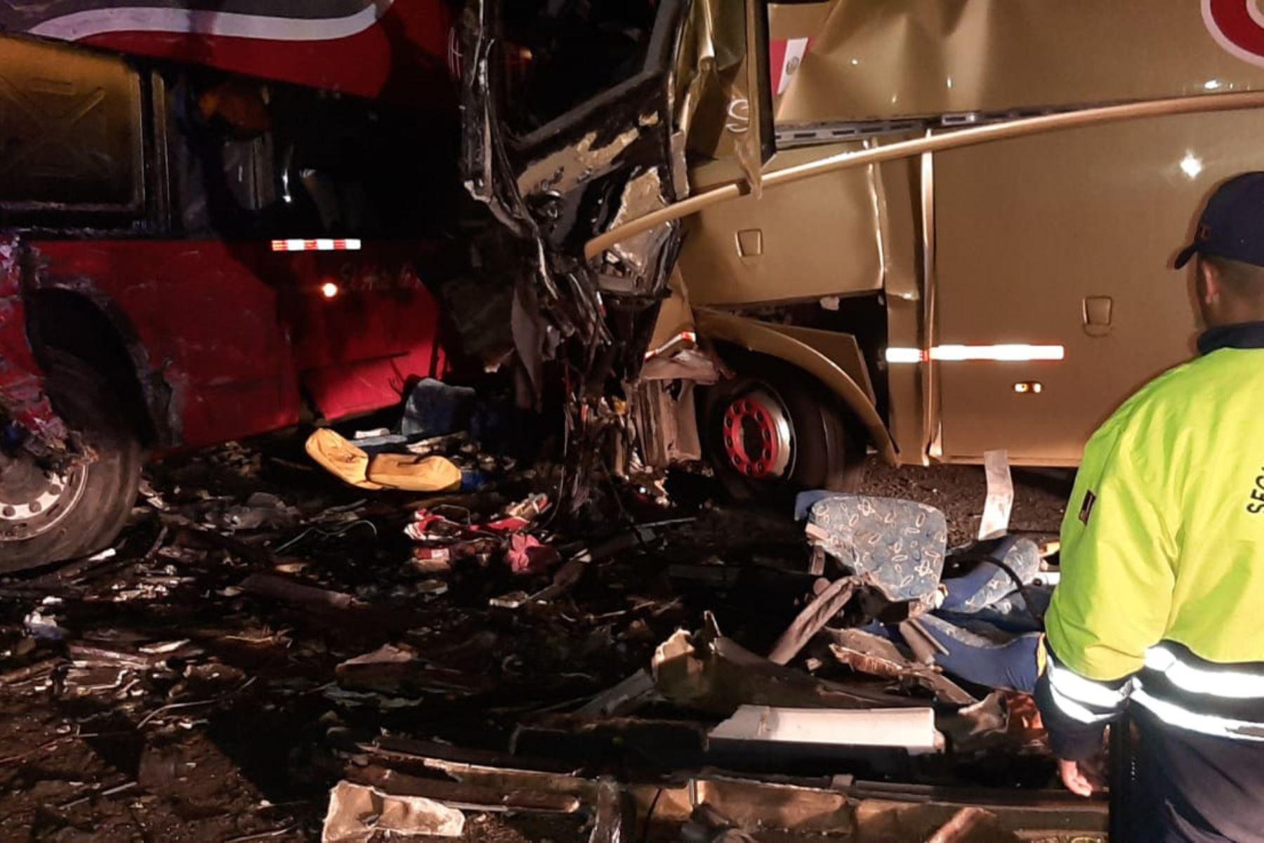 Choque de dos buses interprovinciales deja tres muertos en La Libertad. Accidente ocurrió en la Panamericana Norte.