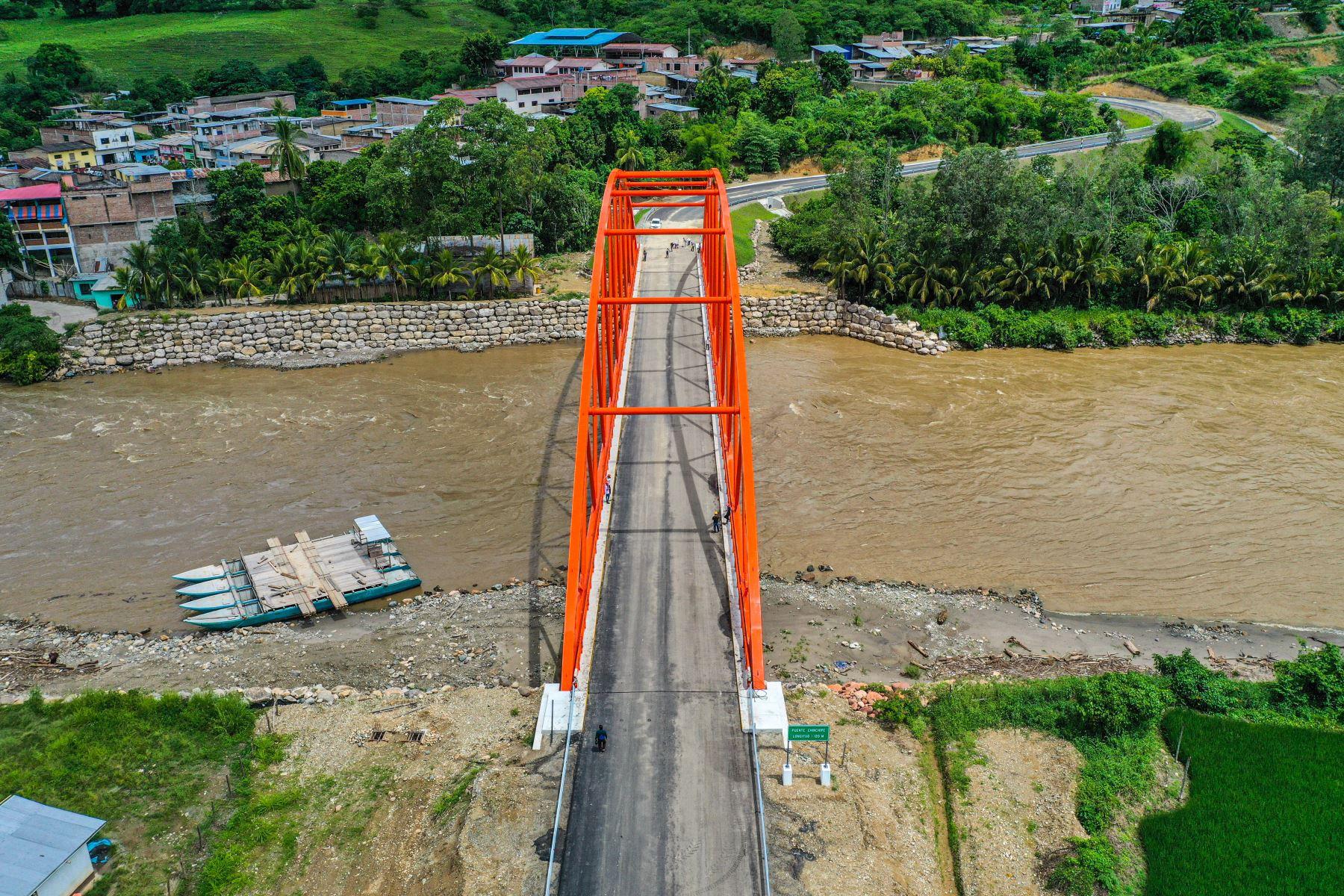La construcción del puente Chinchipe, sobre el río del mismo nombre, conecta a las poblaciones de los distritos de San José de Lourdes y San Ignacio de Cajamarca. La obra se ubica a dos horas de la frontera del Perú con Ecuador. Foto: ANDINA/ Prensa Presidencia
