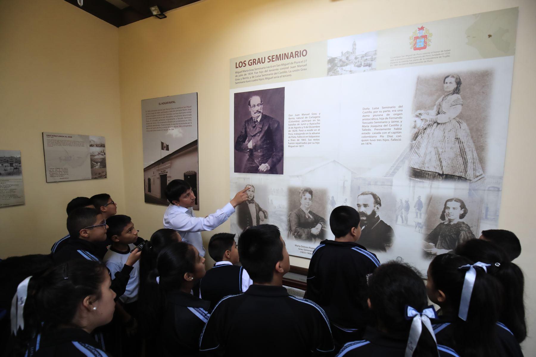 Recorrido para escolares organizado por el Ministerio de Defensa en la Casa Museo Miguel Grau.  Foto: ANDINA / Juan Carlos Guzmán Negrini