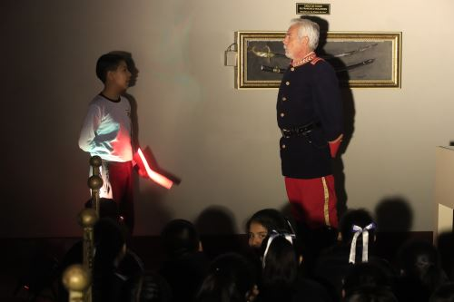 Escolares recorren tres museos militares