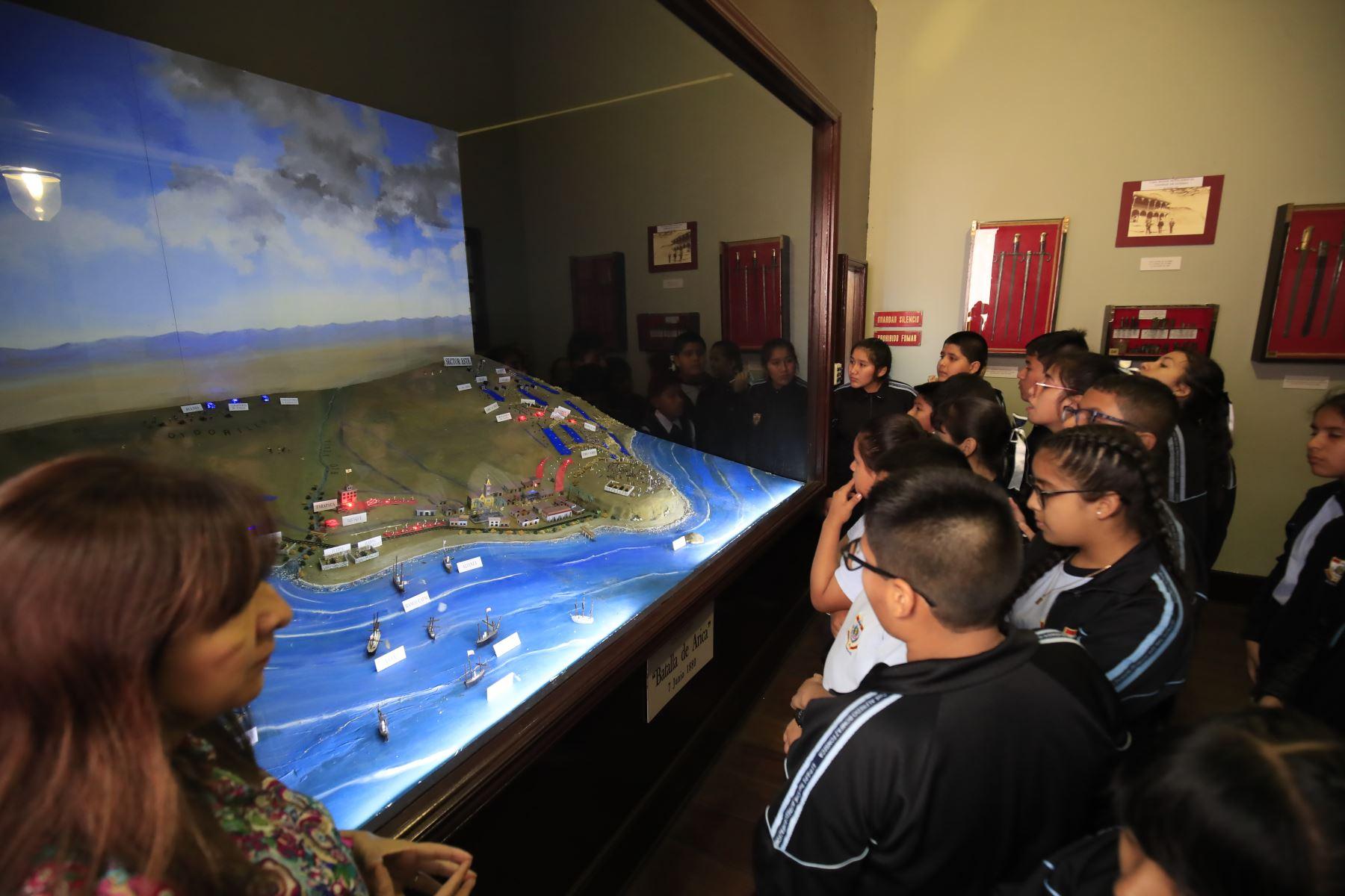 Recorrido para escolares organizado por el Ministerio de Defensa en la Casa Museo Francisco Bolognesi  Foto: ANDINA / Juan Carlos Guzmán Negrini
