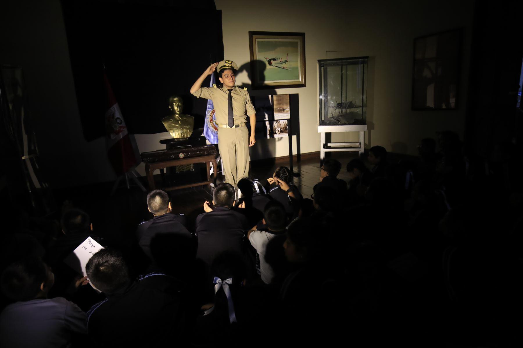 Recorrido para escolares organizado por el Ministerio de Defensa en el Castillo Rospigliosi donde se cuenta la vida del héroe Abelardo Quiñones  Foto: ANDINA / Juan Carlos Guzmán Negrini