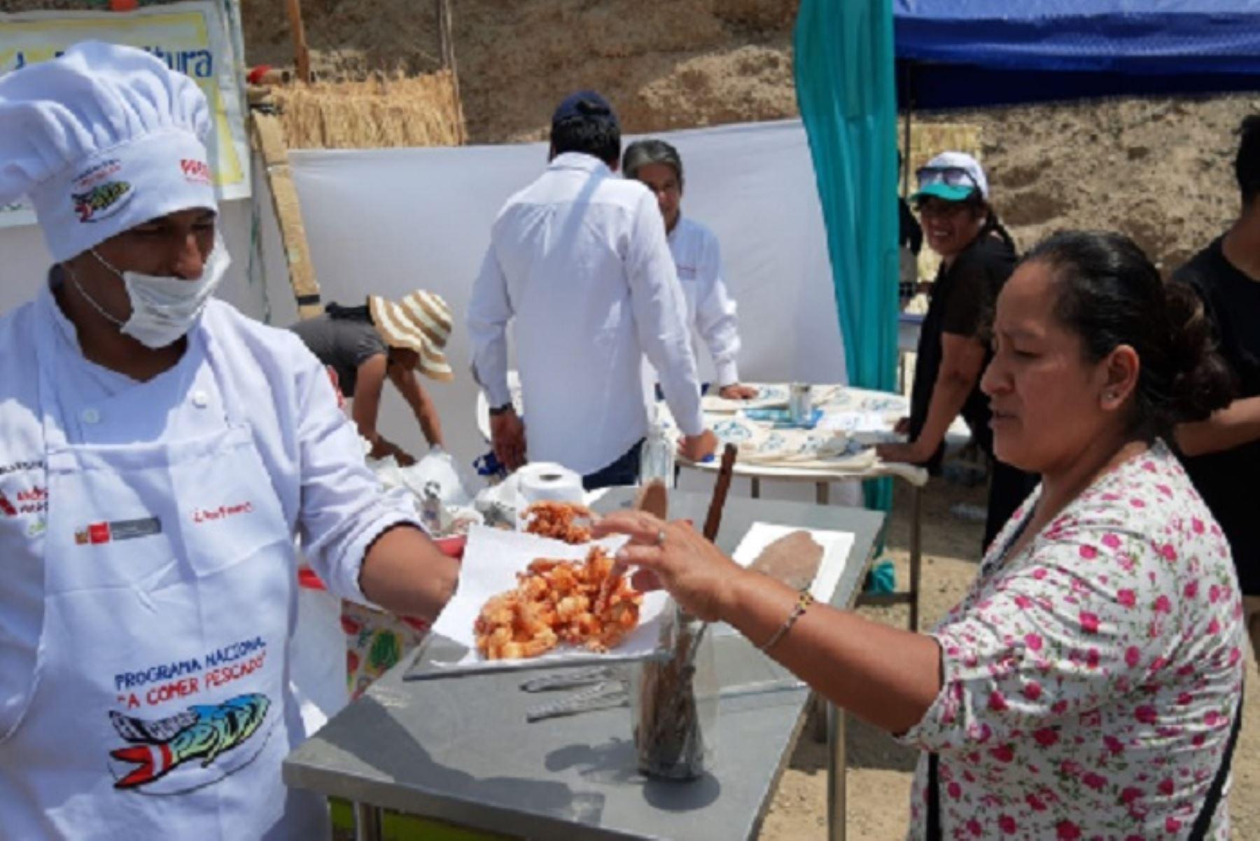 Los camarones habitan en toda la cuenca del río San Juan y el anexo de Marcas es famoso tanto en Huancavelica como en Ica por sus restaurantes donde se ofrecen una diversidad de platos hechos con el exquisito crustáceo.