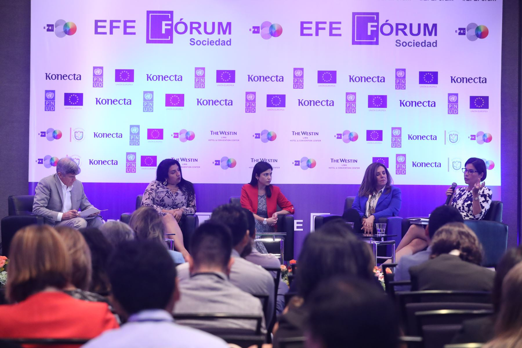 """Foro """"Prensa y Mujer: qué contar y cómo contarlo"""" organizado por la Agencia EFE. Foto: ANDINA/Melina Mejía"""