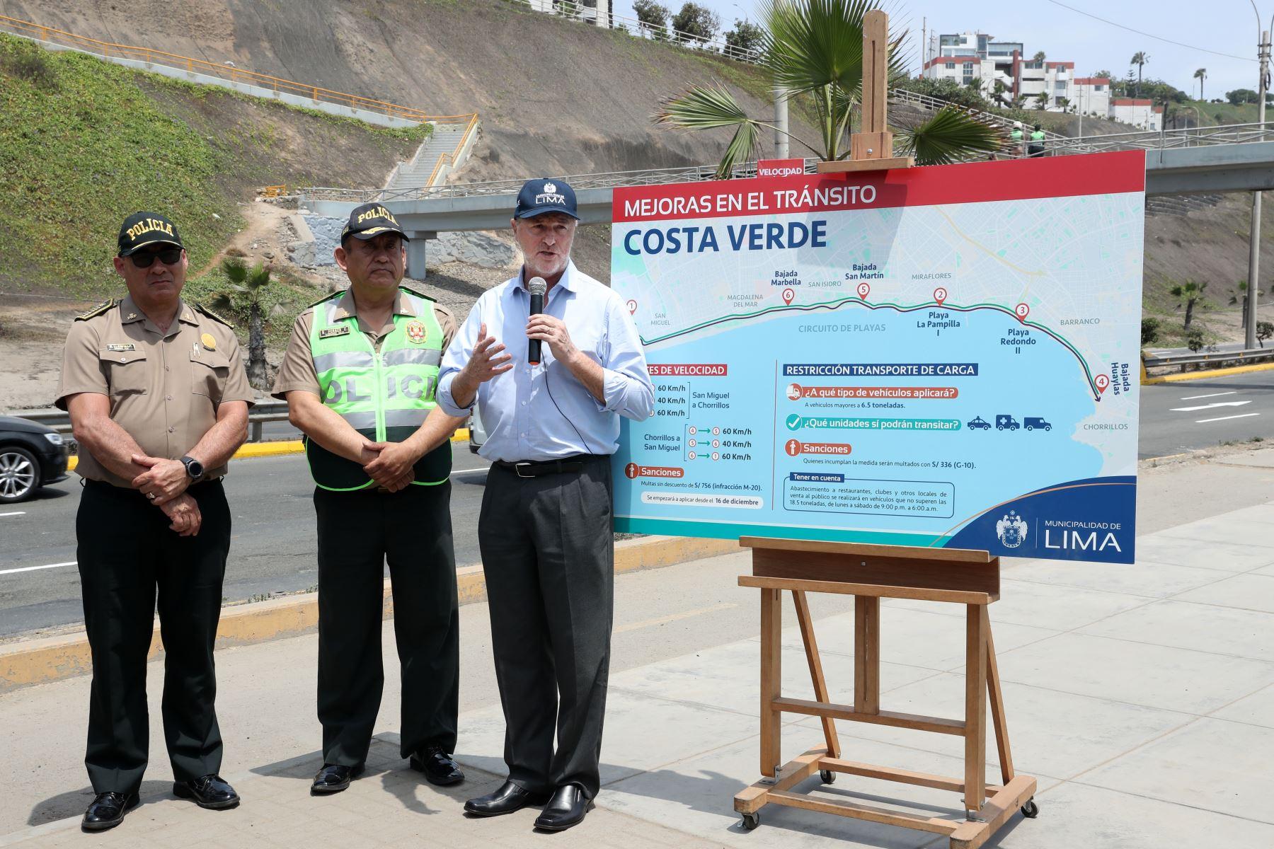 El alcalde de Lima, Jorge Muñoz, informa las nuevas medidas de gestión de tránsito en la Costa Verde, entre ellas la fiscalización de velocidad a través de cinemómetros. Foto: ANDINA/Melina Mejía