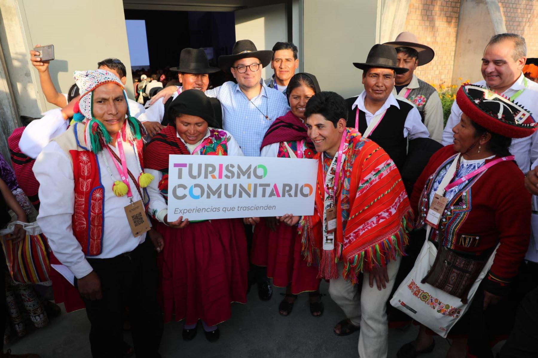 Durante el XI Encuentro Nacional de Turismo Comunitario, que se desarrolla en Arequipa, el titular del Mincetur, Edgar Vásquez, relanzó la marca Turismo Comunitario con una nueva identidad.