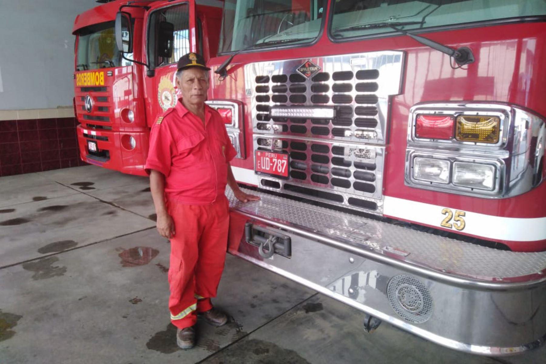 Conoce Luis Gonzaga Pomares, el bombero voluntario que cumple 45 años de esforzada labor en Piura.