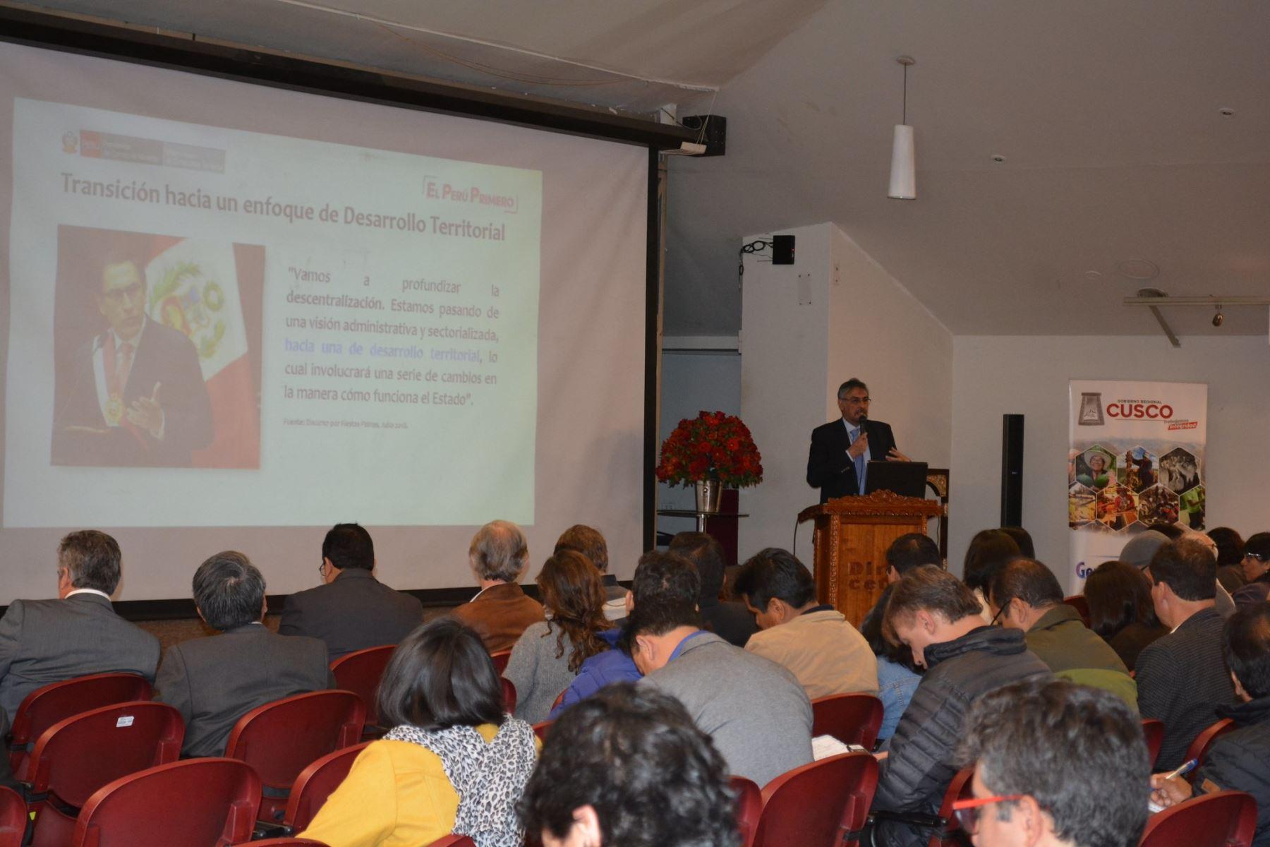 Ejecutivo capacita en Cusco a funcionarios regionales en temas de descentralización.