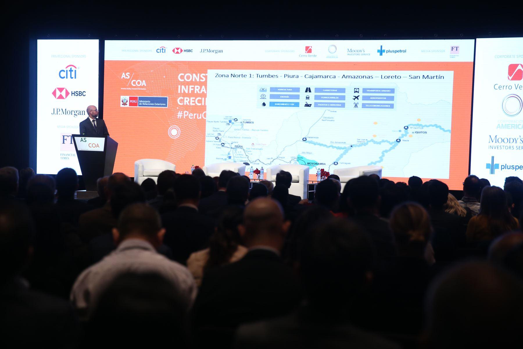 Gabriel Daly, Director General de dirección de Política de promoción de la Inversión Privada, expone construyendo el Futuro Infraestructura y crecimiento en el Perú. Foto: ANDINA/Vidal Tarqui
