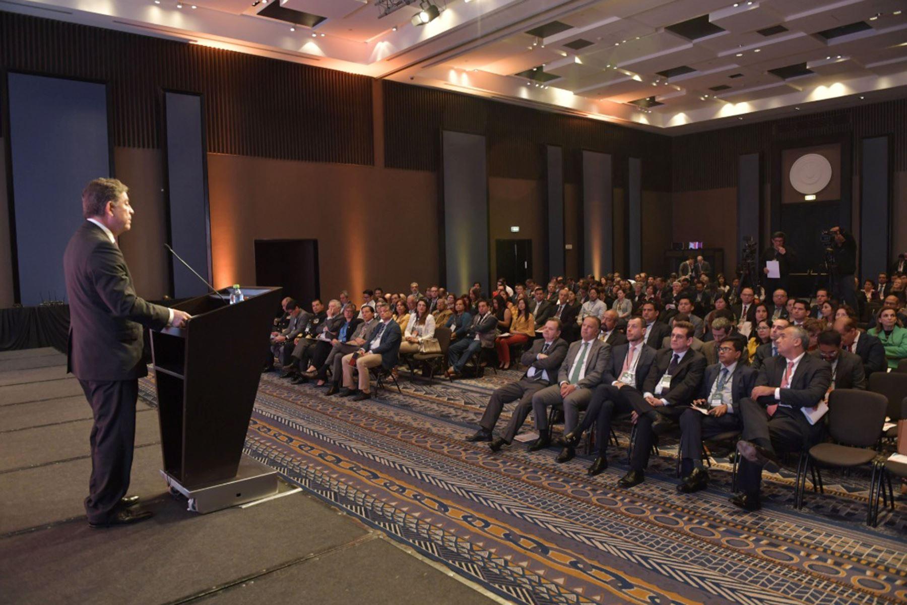 """Ministro de Relaciones Exteriores,Gustavo Meza-Cuadra, inaugura la conferencia : """" construyendo el Futuro Infraestructura y crecimiento en el Perú """". Foto: Cancillería del Perú"""