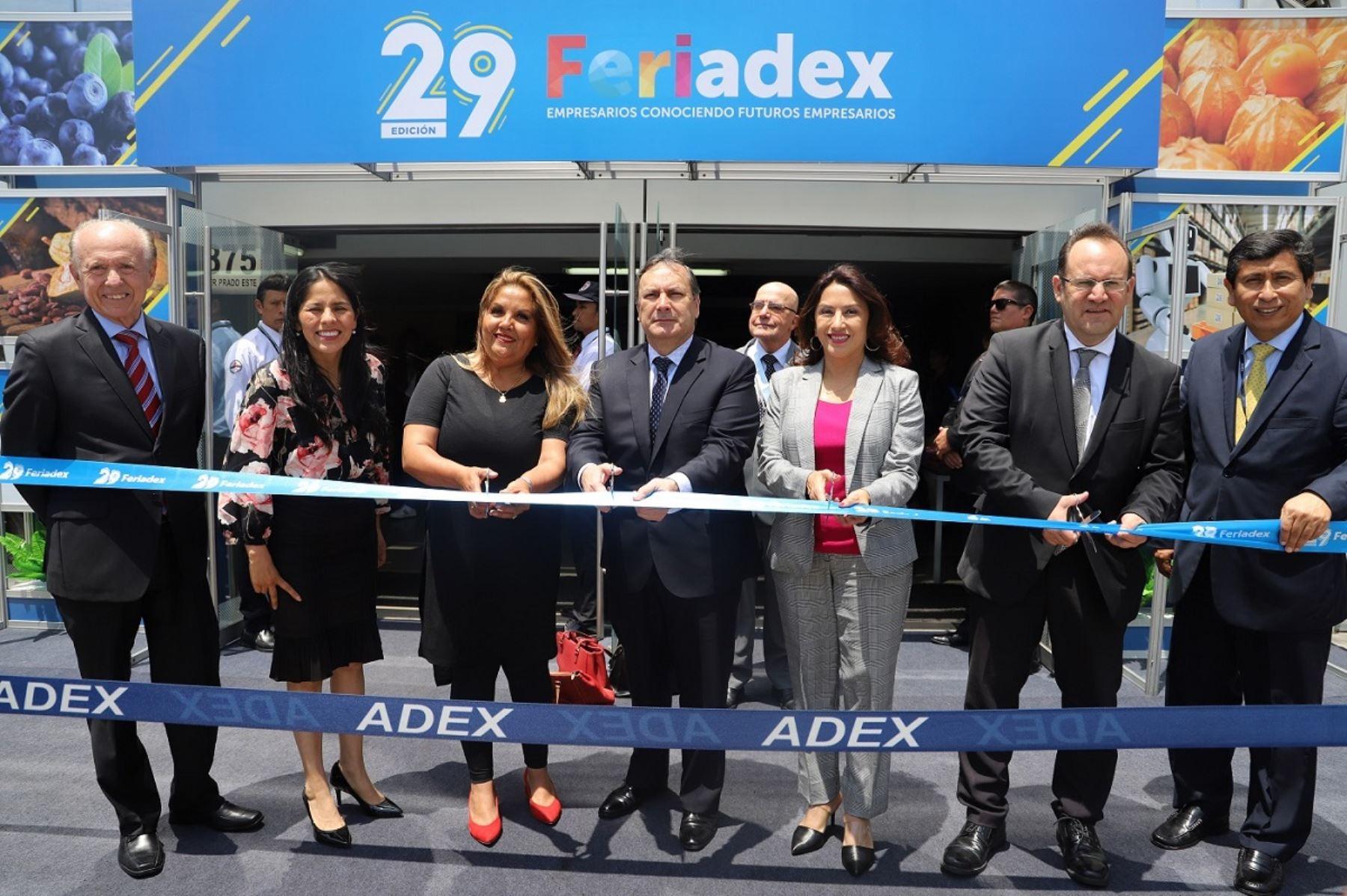 Directivos de Adex en corte de cinta en 29 Feriadex. Foto: Cortesía.