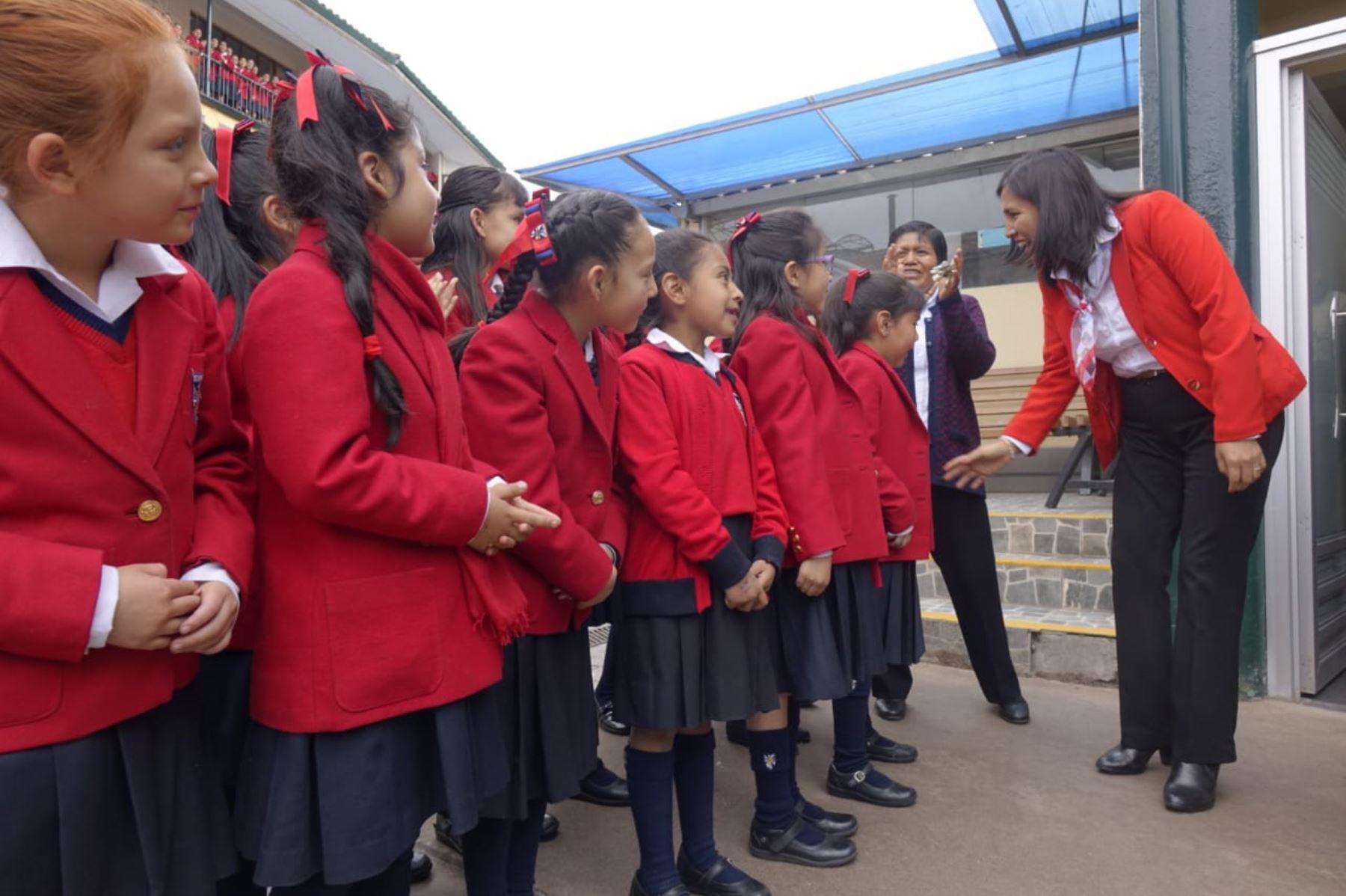 La ministra de Educación, Flor Pablo, sostuvo una visita de trabajo en la región Cusco, donde se reunió con estudiantes y autoridades.