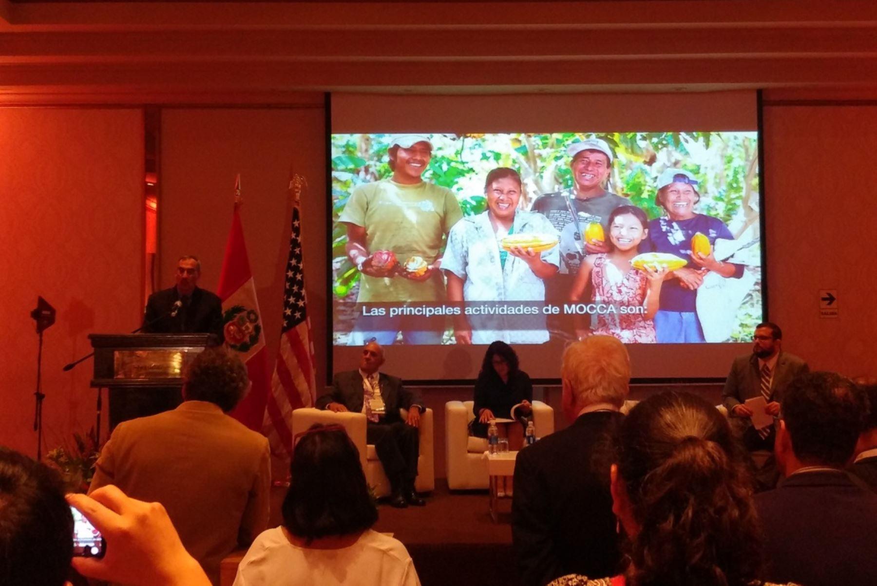 Embajador de Estados Unidos, Krishna R. Urs, presenta programa de apoyo para pequeños agricultores de café y cacao, MOCCA.  Foto: Andina.