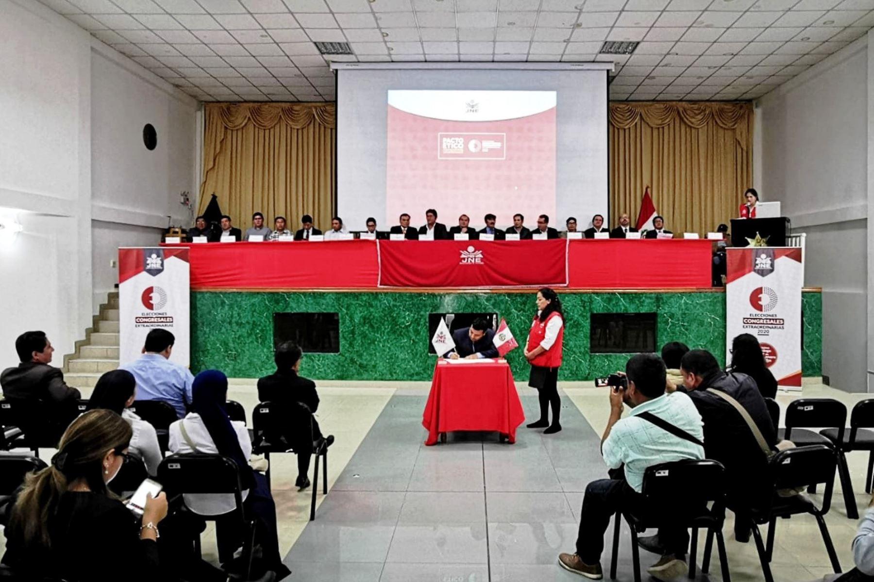 Organizaciones políticas de Cajamarca firman pacto ético electoral durante elecciones al Congreso 2020. Foto: Eduard Lozano