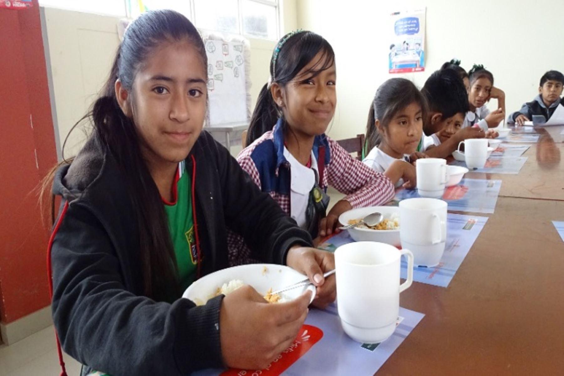 Los estudiantes bajo la modalidad JEC tienen un horario de 7:30 a 15:00 horas; mientras que los estudiantes FAD permanecen en el colegio por 15 días en internado
