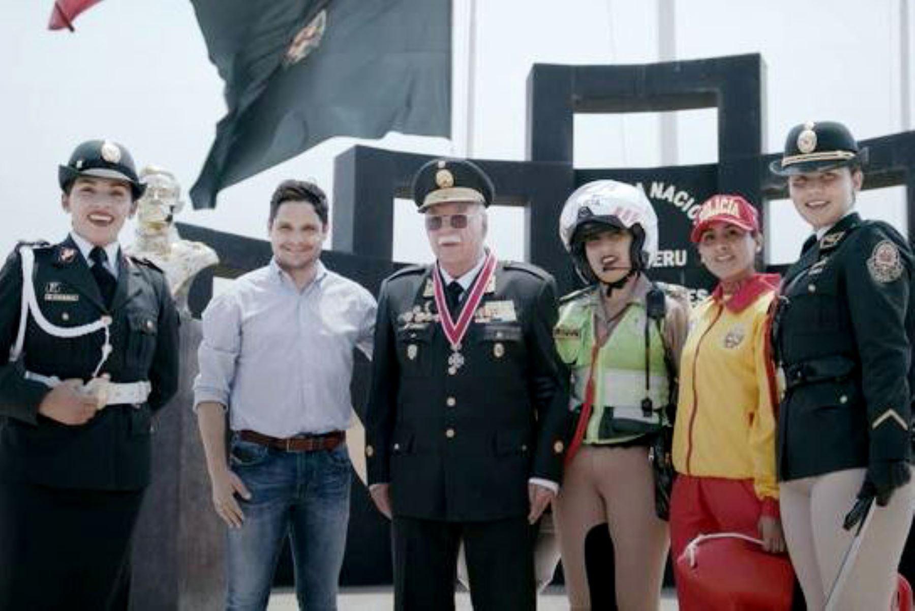 Mininter rinde homenaje a la Policía Nacional del Perú a través de video donde aparecen personales de la sociedad civil. Foto: ANDINA/Difusión.