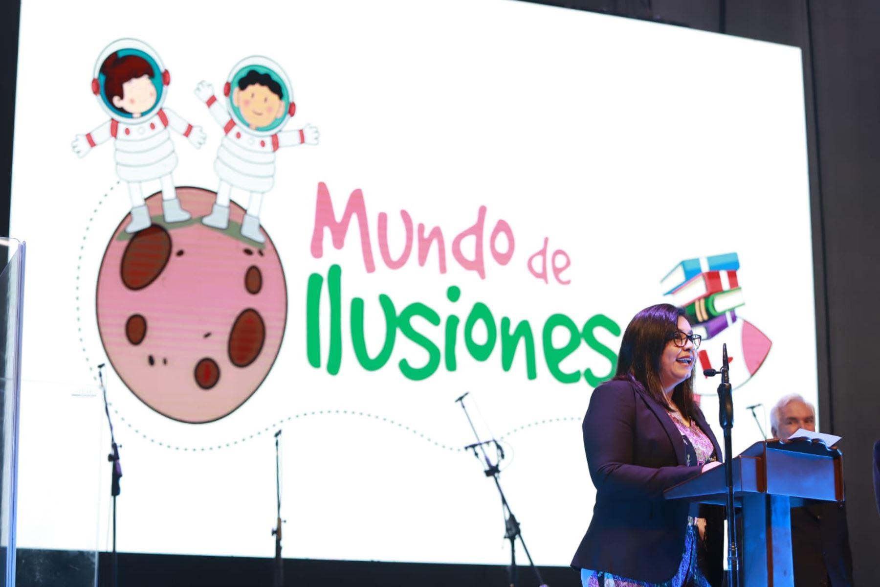 """Primera Dama, Maribel Díaz, durante la feria multisectorial """"Mundo de ilusiones"""", iniciativa que promueve cultura, conocimiento y el desarrollo de valores en niños y adolescentes en condición de vulnerabilidad. Foto: ANDINA/ Prensa Presidencia"""