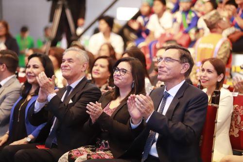"""Presidente Vizcarra participó en feria multisectorial """"Mundo de ilusiones"""""""