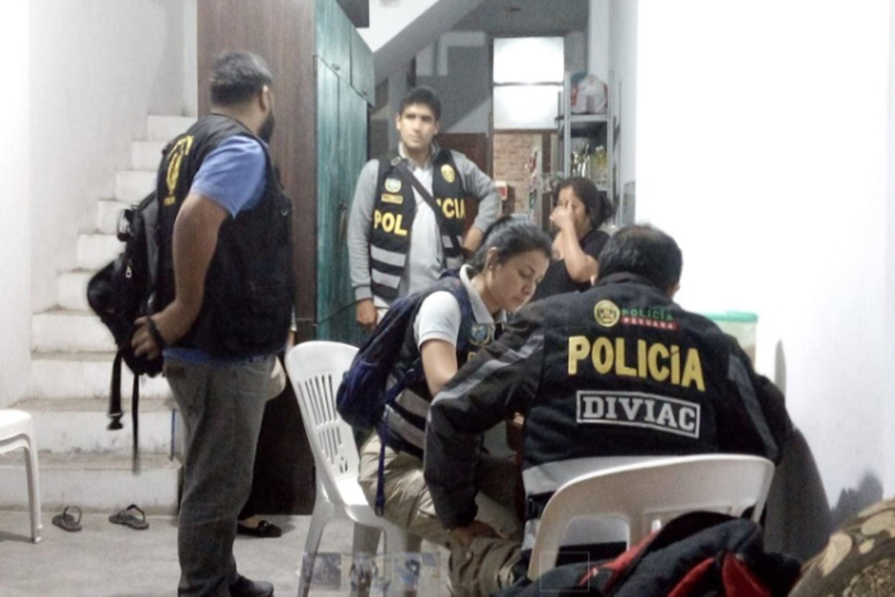 Durante el operativo policial se capturaron a seis personas que presuntamente integrarían la banda delincuencial Los Compadres, a la cual se le sindica el asesinato de hasta seis personas, entre ellos la del suboficial PNP Joel Vásquez Gutierrez, ocurrido el 17 junio de este año.