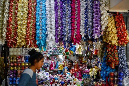 Crece el ambiente navideño en Lima