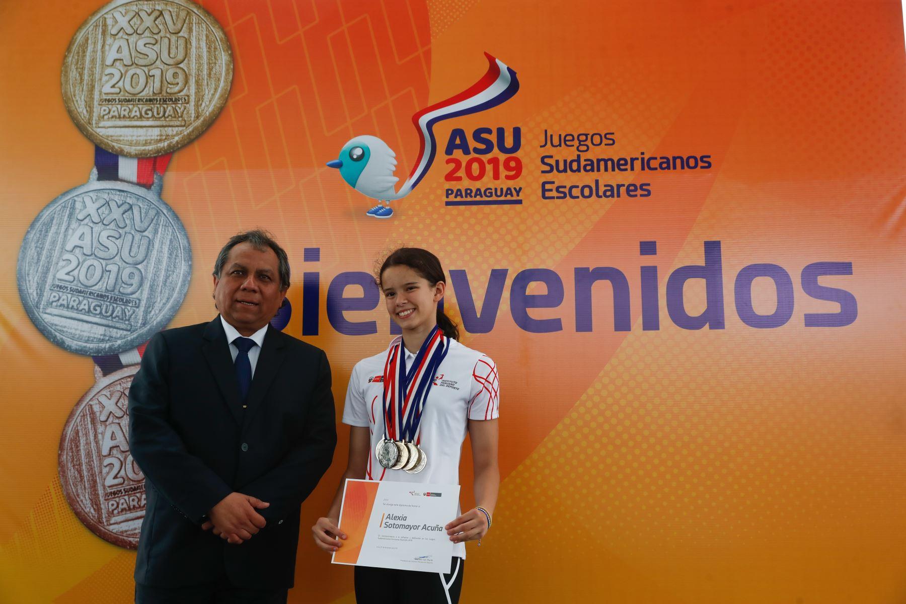 Vice ministro, Guido  Rospigliosi brinda reconocimiento a delegación de  participantes de los Juegos Sudamericanos Escolares Asunción 2019. Foto: ANDINA/Renato Pajuelo