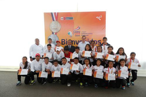 Ministra de Educación brinda reconocimento a deportistas que participaron en los XXV Juegos Sudamericanos Escolares Asunción 2019.
