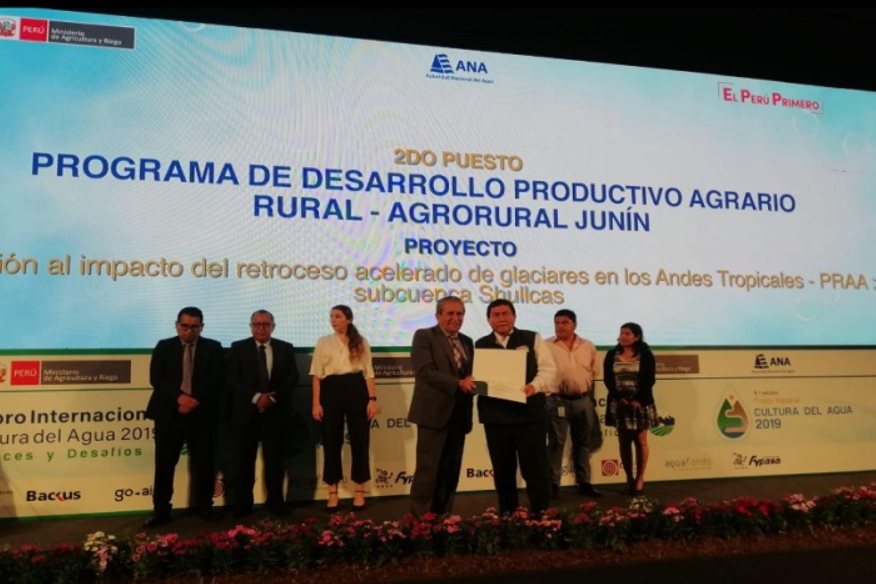 Este proyecto, ubicado en la provincia de Huancayo, región Junín, consiste en la instalación de más de 1900 hectáreas de plantaciones forestales, además de 900 hectáreas de manejo de praderas con zanjas de infiltración y 3 obras de infraestructura de riego tecnificado.