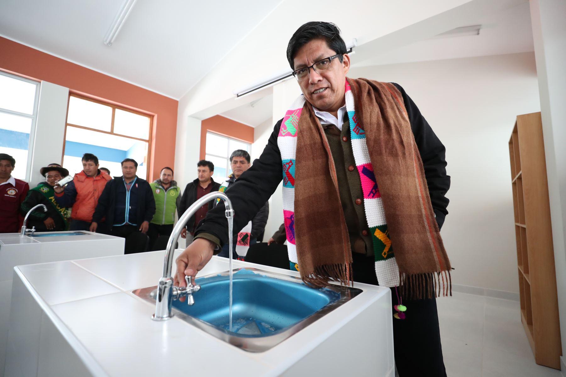 El jefe del Gabinete Ministerial, Vicente Zeballos, se trasladó a la comunidad de Huaynacancha para supervisar las nuevas instalaciones de la Institución educativa 17 de Mayo.Foto: ANDINA/PCM