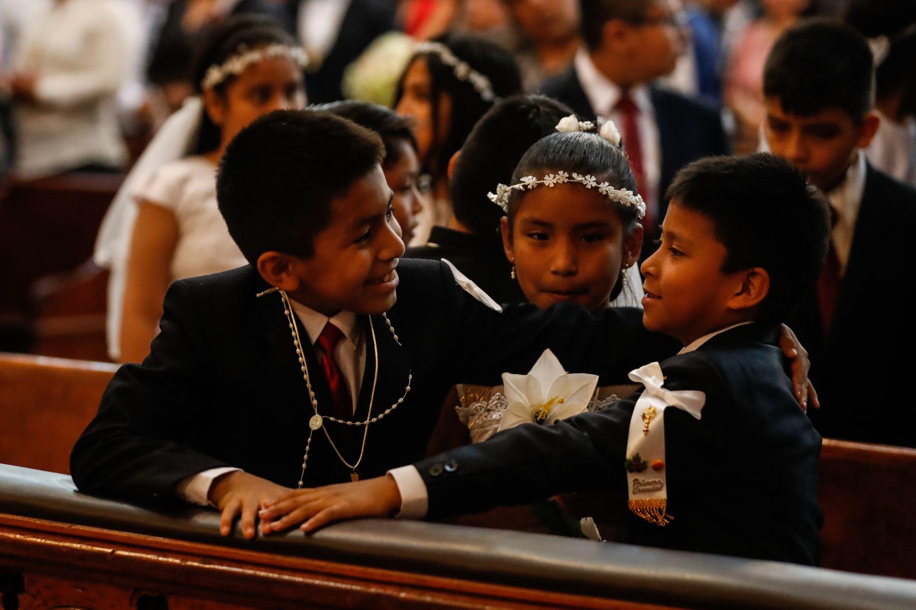 Celebración  de la Inmaculada Concepción con bautizos y primera comunión en las iglesias católicas del Perú.  Foto: ANDINA/Renato Pajuelo
